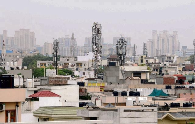 There are 580 mobile phone towers in the city, of which only 26 have permission and 554 are illegal. The MCG has initiated a legal process to take action against illegal towers.