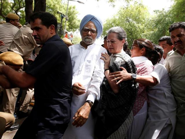 Congress party president Sonia Gandhi (C) and former Prime Minister Manmohan Singh march to Parliament in New Delhi.