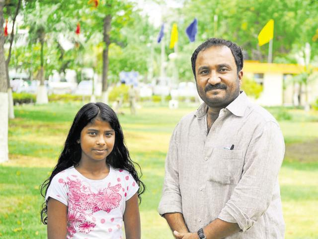Super 30 founder Anand Kumar (right) said he will admit Janhavi Panwar to his programme without an entrance test.