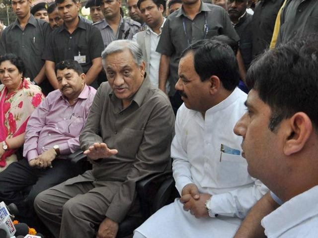 Rebel Congress leader Vijay Bahuguna, along with other rebel Congress MLAs, at a press conference at his official residence in Dehradun.