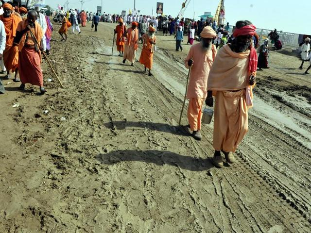 Pilgrims take a holy dip in Kshipra river on the occasion of Parv Snan, in Ujjain on Friday.