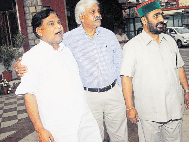 PDF members Sarwat Qarim Ansari (L) and Mantri Prasad Naithani (R) and Congress MLA Dinesh Agarwal (C) in Dehradun on Friday evening.