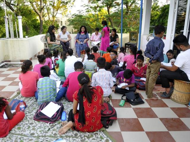 After her mother and father passed away, Chaturvedi wanted to continue their legacy and their vision to help out the economically weaker sections of society. She, along with her two daughters Swati (26) and Sukriti (25), have been holding this evening school for the past year on the terrace of their apartment.