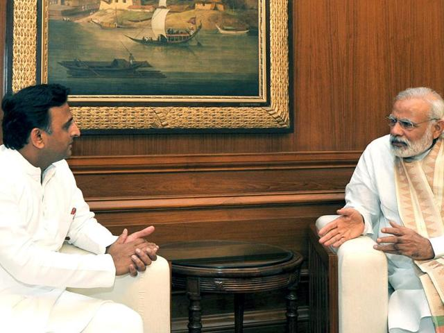 Narendra Modi meets with the Chief Minister of Uttar Pradesh, Akhilesh Yadav to discuss the drought situation in parts of Uttar Pradesh in New Delhi.