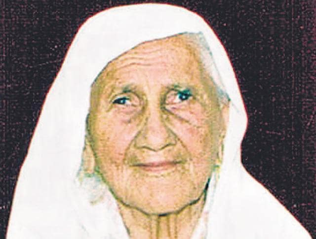 As a widow of World War II veteran Naik Harnam Singh of Burmese Army, earlier a part of British Indian Army, as per petition, she is entitled to family pension on the death of her husband in 2012.