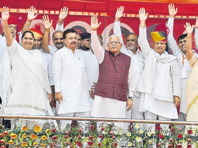 Haryana PWD minister Rao Narbir Singh (second from left), made the announcement at a rally in Pataudi on Sunday that was also attended by CM Manohar Lal Khattar (centre) and Gurgaon MP Rao Inderjit Singh (second from right).
