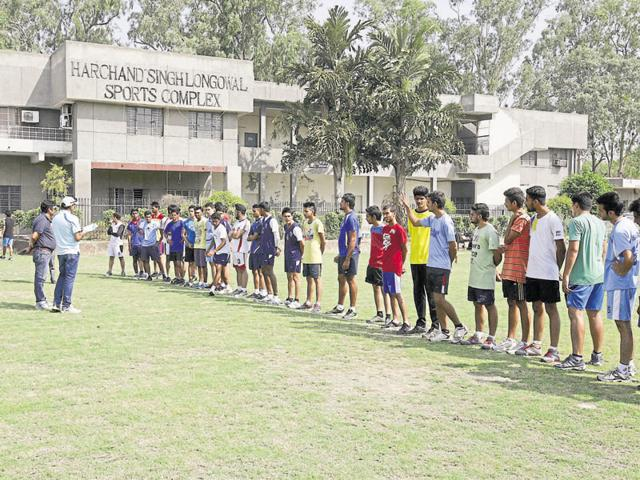 Last year, the university had conducted centralised tests and gave out fitness certificates to applicants who had to go through another trial at colleges.