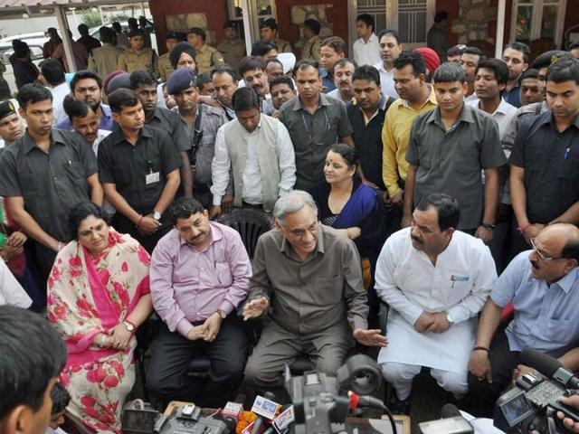 Rebel Congress leader Vijay Bahuguna, along with other rebel Congress MLAs in Dehradun.