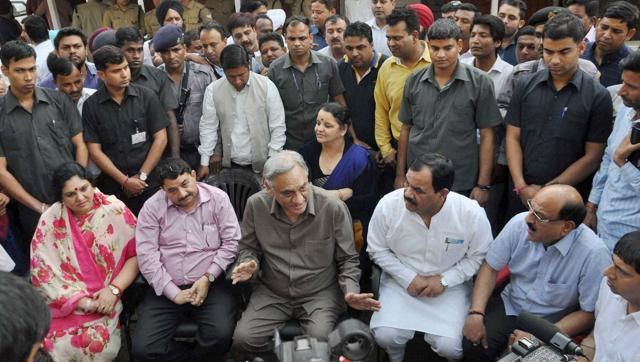 Rebel Congress leader Vijay Bahuguna  with other rebel Congress MLAs, at a press conference in Dehradun in March.