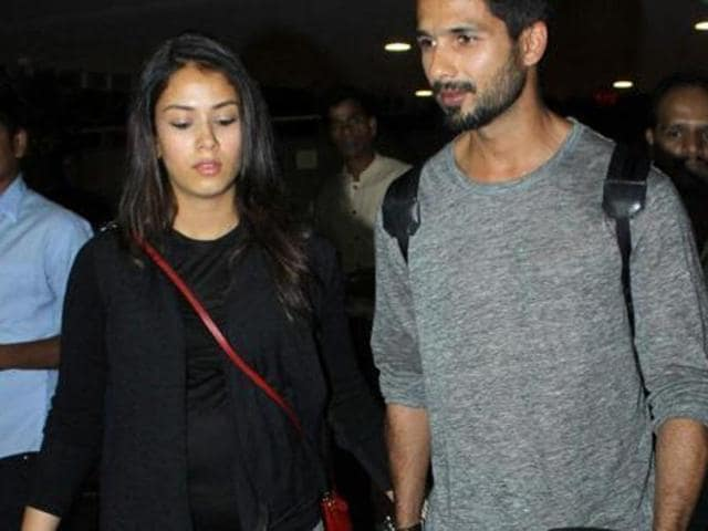 Shahid Kapoor walks hand-in-hand with wife Mira at the Mumbai airport.(HT photo)