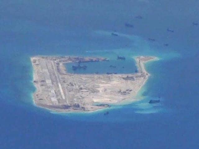 South China Sea,US warship sails near Fiery Cross Reef,maritime dispute