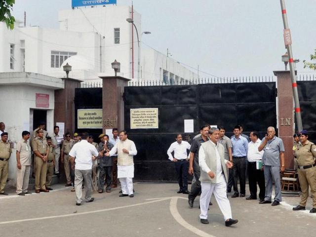 Former Uttarakhand chief minister Harish Rawat outside the main gate of Vidhan Sabha ahead of the floor test in the Assembly in Dehradun on Tuesday.