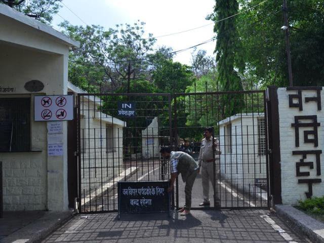 leopard escapes in Van Vihar,Van Vihar national park,leopard on loose in Bhopal