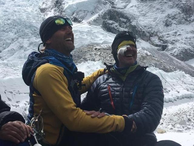 The two Slovak climbers, Vladimìr Strba and Zoltàn Pàl, after their rescue.