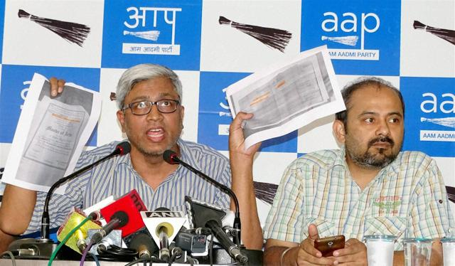 AAP leader Ashutosh addresses a press conference on PM Modi's degrees in New Delhi on Monday.