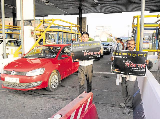 Residents of Noida, Greater Noida and other areas of NCR have been demanding for the past three years that the DND Flyway be made toll-free.