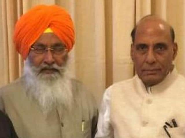 Shiromani Akali Dal MPs with Union home minister Rajnath Singh (centre) in Delhi on Wednesday. They demanded that the Pilibhit case be moved to the Central Bureau of Investigation.