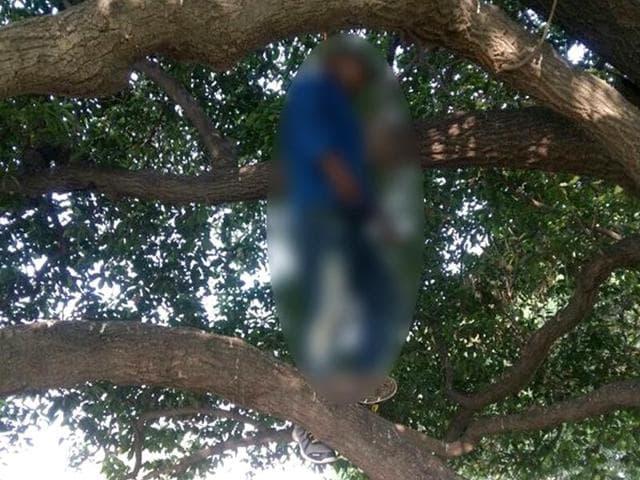 Suicide in Delhi,Suicide near Parliament,Man commits suicide in Delhi
