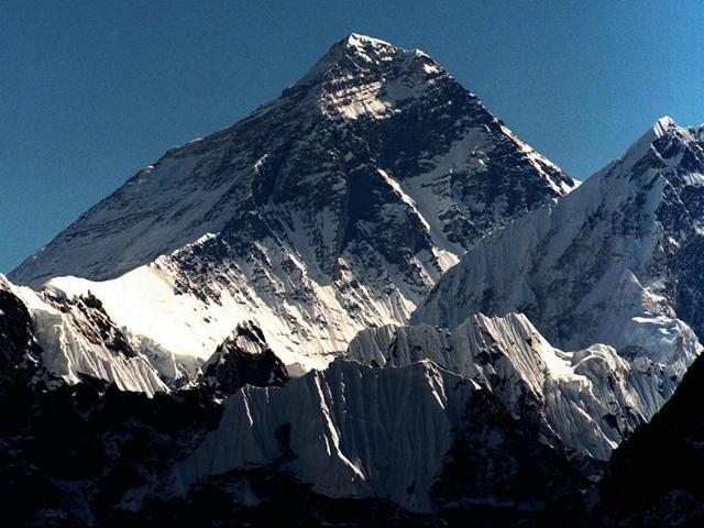 Mt Everest,Avalanches in Mt Everest,Climbing shutdown in Mt Everest