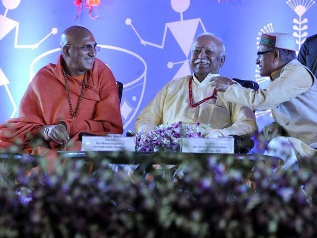 RSS chief Mohan Bhagwat, Juna Akhada head Swami Avadeshanand, Gayatri Parivar head Pranav Pandya and chief minister Shivraj Singh Chouhan at Ninora Village in Ujjain on Thursday.