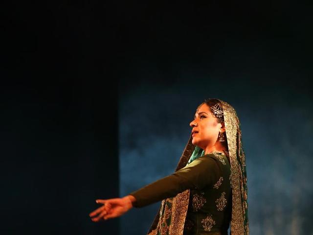 Sufi Kathak artiste Manjari Chaturvedi will be dancing to  poems of Bulle Shah in Delhi, with Qawaal Ranjhan Ali of Punjab (Extreme left).