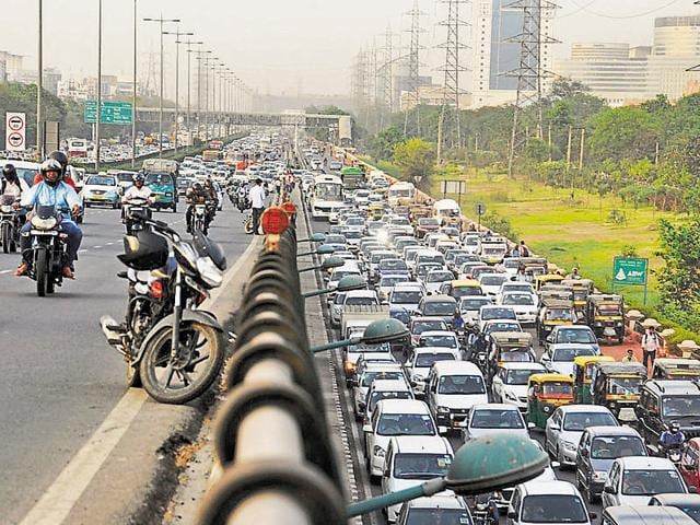 Poor design of major junctions worsens the congestions on the Gurgaon Expressway.