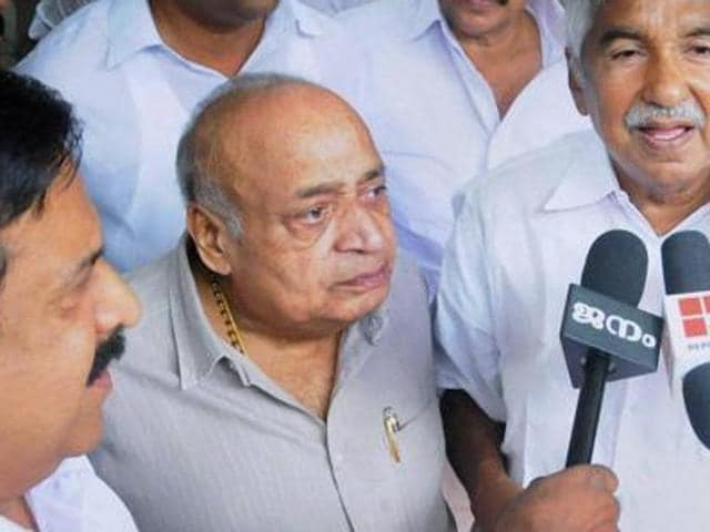 Janata Dal (United) state president MP Veerendrakumar (centre) with Kerala CM Oommen Chandy and home minister Ramesh Chennithala (L)  in Kozhikode.