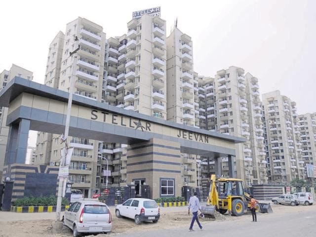 Stellar Jeevan,Greater Noida (west),poor construction material
