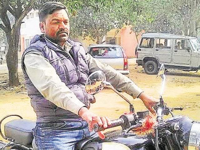 A file photo of TV journalist Indradev Yadav, who was shot dead in Chatra on Thursday evening.