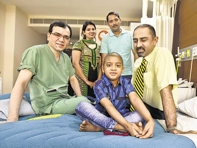 Seven-year-old Shan Sultan at the hospital.(Raj K Raj/HT Photo)