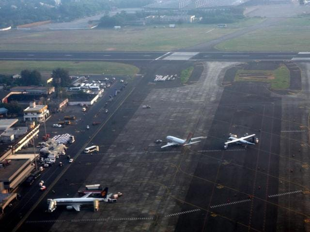 The Lufthansa flight LH764 from Munich, with 163 passengers on board, made an emergency landing as the pilots reported a problem with the landing gear.