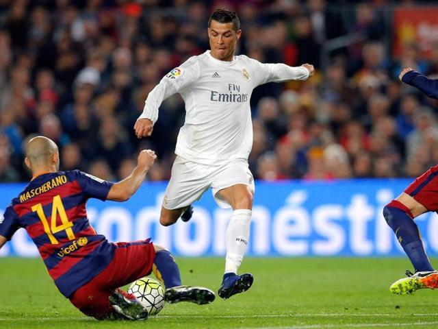 Real Madrid need to win and Barcelona need to drop points in their final game to win the La Liga.