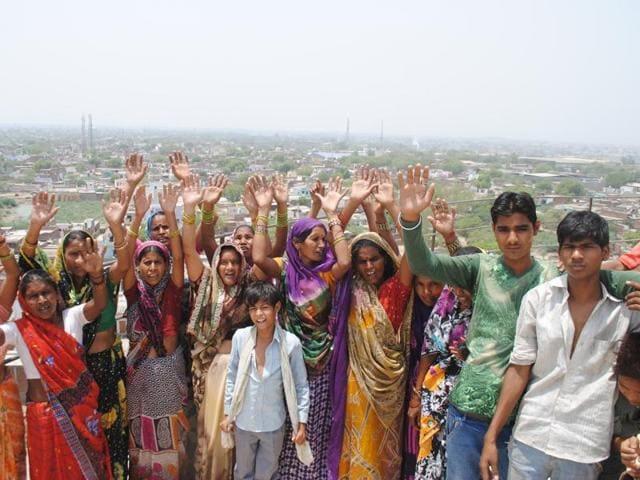 Water crisis,Women climb water tank,Agra