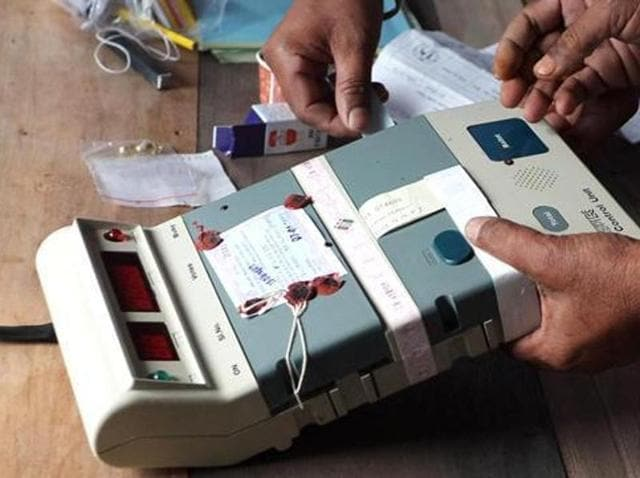 Officials check Electronic Voting Machines at a distribution centre. The Election Commission of India has announced that polling for Tamil Nadu's Aravakurichi constituency was postponed to May 23 over bribery concerns.(File Photo)
