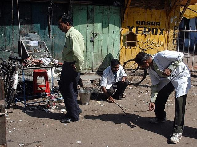 Forensic experts search for clues at the blast site in Maharashtra's Malegaon on September 30, 2008.