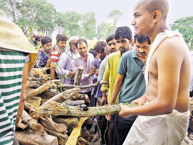 Slain journalist Rajdeo Ranjan's son performs his last rites
