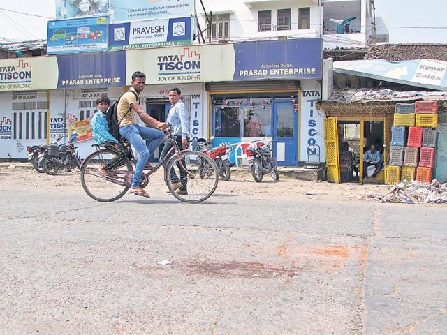 Bloodstains at the spot where journalist rajdeo ranjan was killed.