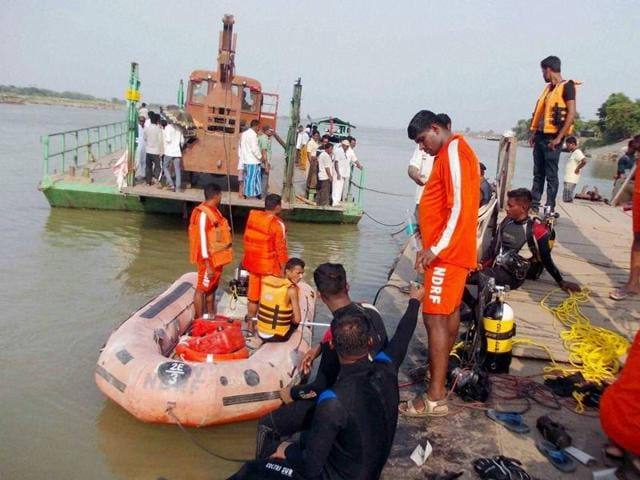 National Disaster Response Force (NDRF) personnel involved in search and rescue operations after a boat capsized in Burdwan on Saturday.(PTI Photo)