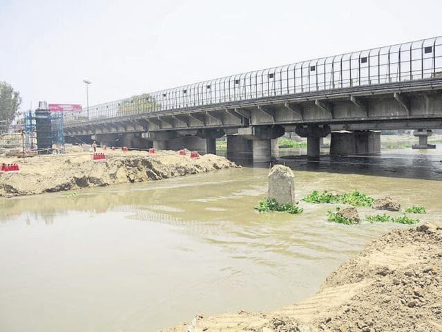 The DMRC has started removing soil the from the bed of river Hindon. This was dumped for construction of pillars for the 9.41km Metro extension project.