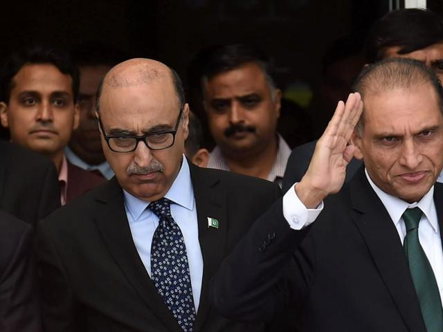 Foreign secretary Subrahmanyam Jaishankar (L) with Pakistan foreign secretary Aizaz Ahmad Chaudhry (R) and Pakistan's high commissioner to India Abdul Basit coming out at ministry of foreign affairs, New Delhi, on April 26, 2016