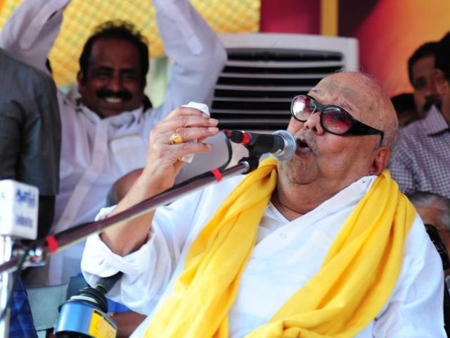 DMK leader M Karunanithi (C) speaks during a public rally on the last day of election campaigning in Chennai on May 14.