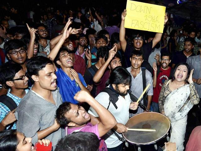 Students of Jadavpur University play drums and shout slogans as they takes part in a rally to protest against ABVP activists' alleged attack on them in Kolkata.(PTI)