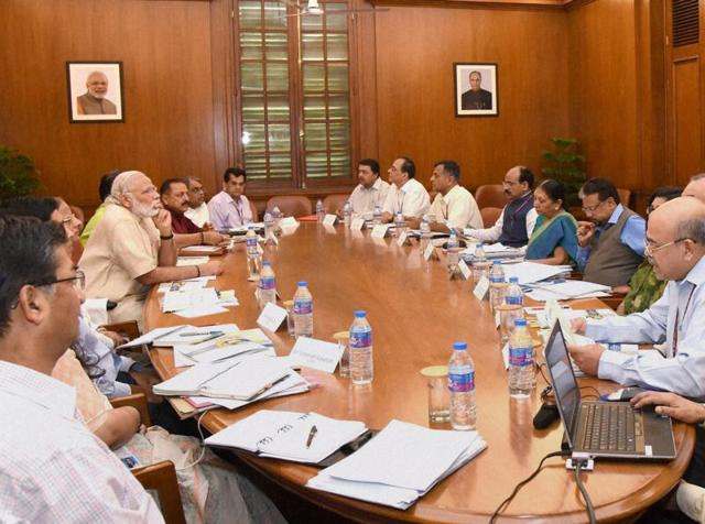 Modi appreciated the efforts taken by the Gujarat government. He wished to eliminate the need for tanker water supply.