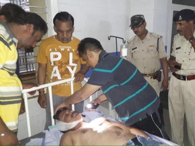 Injured Shiv Sena leader Vijay Dandir who was attacked in Khargone on May 14.