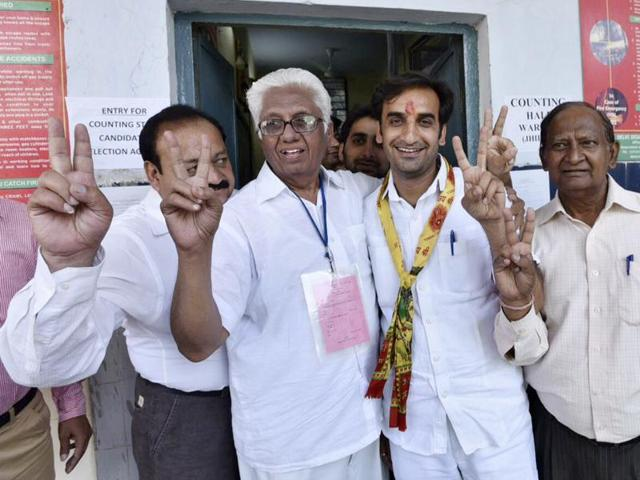 Congress' Pankaj Luthra celebrates as he won from Jhilmil ward by over 2,400 votes.