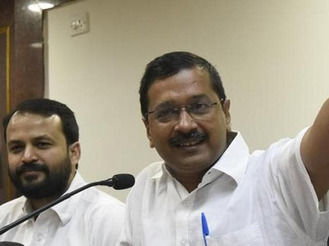 File photo of Delhi chief minister Arvind Kejriwal with Ashish Khetan addressing a press conference.