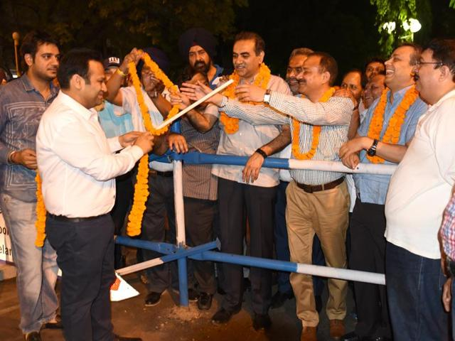 Mayor Arun Sood and city BJP chief Sanjay Tandon reopening one of the two parking lots in Sector 17 in Chandigarh on Monday.