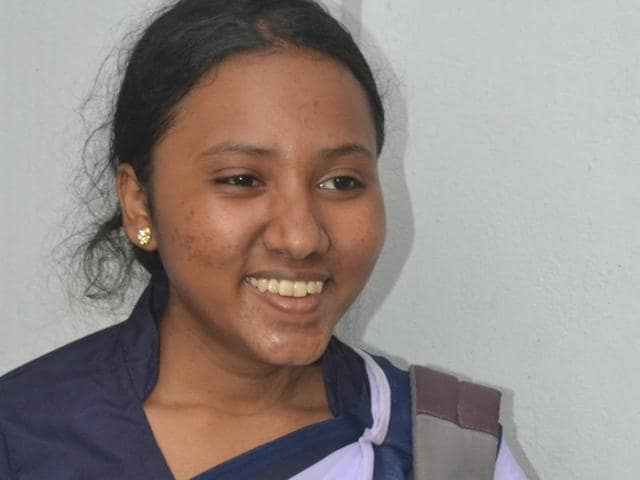 The daughter of a failed small-time hardware trader and a labourer at a ball pen refill factory, Monalisa was almost on the verge of dropping out of school even after scoring 92% in her Class 10 or Madhyamik examination.