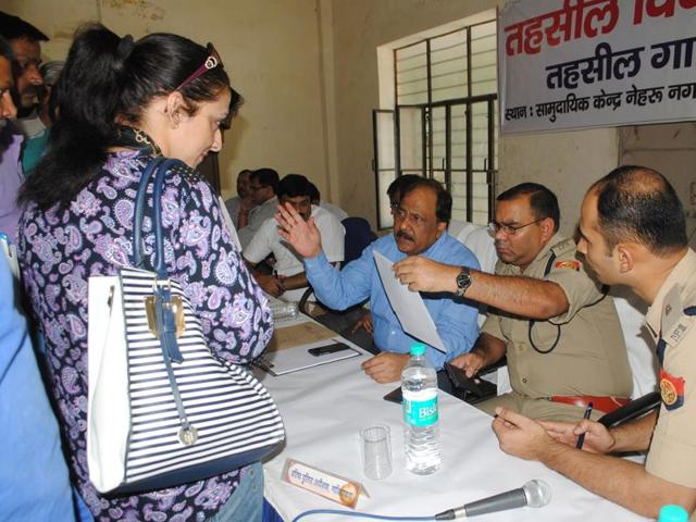 Indirapuram residents approached officials at the Tehsil Diwas held in Nehru Nagar on Tuesday and handed over a complaint. They  claimed that some people were allegedly distributing drugs like ganja, brown sugar and smack in the area.
