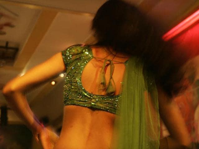 dance bars,Mumbai,juvenile